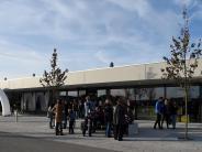 Stadtbergen: Besucher stehen vor verschlossener Halle