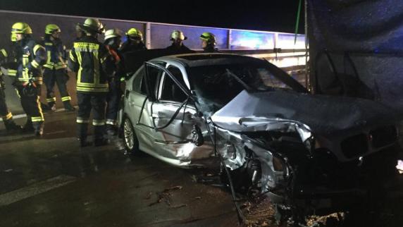 Adelsried: Rettungsgasse blockiert: Retter müssen auf A8 zum Unfall laufen