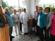Kirche: Weihwasser für den Friedhof Zusmarshausen