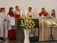 Amtseinführung: Katholiken begrüßen Pater Norman in der Pfarrei