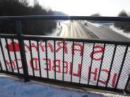 Gersthofen: Liebesgrüße von der B2-Brücke: Herzlich, aber leider illegal