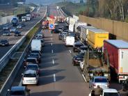 Verkehr: Knapp 100.000 Fahrzeuge rauschen täglich über die A8