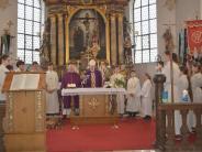 Kirche: Der Weihbischof zu Gast in Adelsried