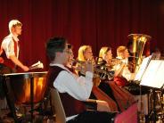 Auftritt: Dieses Blasmusik-Konzert lockt auch junge Leute an