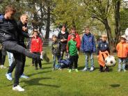 Neusäß-Täfertingen: Mini-FCA-Fanclub sicher Mega-Unterstützung zu