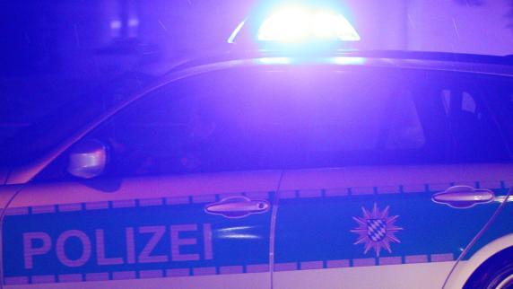 In Duisburg müssen sich Polizisten gegen 250 Angreifer wehren