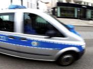 Welden: Frau fährt über Gehweg und kollidiert mit Radlader
