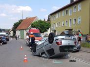 Aystetten: Auto landet auf dem Dach