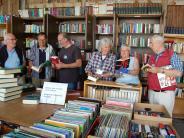Diedorf/Kassel: Diedorfer bauen den Büchertempel mit
