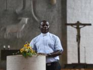 Langweid-Stettenhofen: Johannes Bosco Kiggundu macht Urlaub am Altar