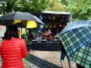 Zusmarshausen: Schlossfest: Die Zusser trotzen dem Regen