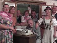 """Theatertage in Hainhofen: Brezenknödel und ein """"Deschawü"""""""
