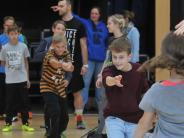 Projekt: Fröhlichkeit der jungen Amerikaner steckt an