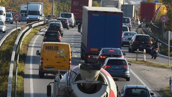 Gersthofen: Unfälle auf der B2: Was für mehr Sicherheit sorgen könnte