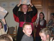 Kirche: Der Weihbischof packt mit an