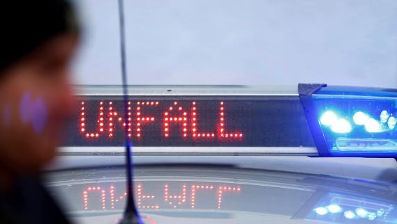 Motorradfahrer und Unfall-Gaffer auf A40 bei Gelsenkirchen verletzt