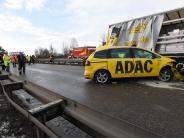 Meitingen/Westendorf: Eine Tonne Schokosoße nach Unfall auf der B2
