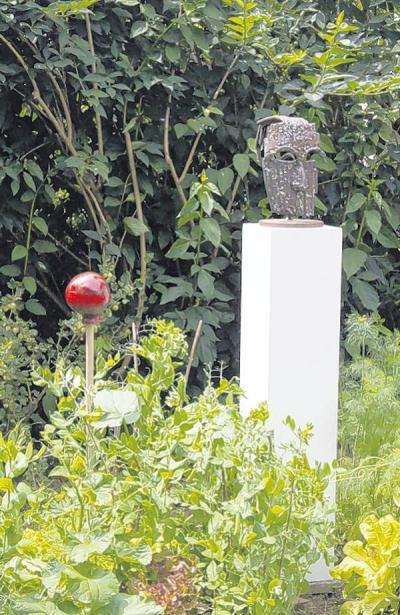 Vernissage ein garten voller kunst nachrichten augsburg - Kunst im garten bilder ...
