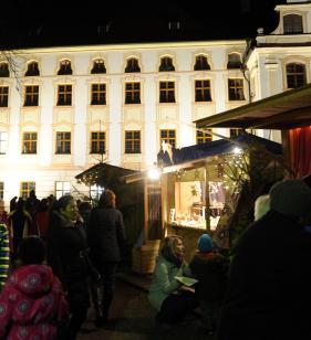 landkreis beim weihnachtsmarkt geht s um die wurst nachrichten augsburg land gersthofen. Black Bedroom Furniture Sets. Home Design Ideas