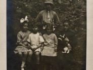 Serie: Gruppenbild mit Bruder, Hund und Damen