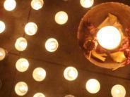 Augsburg: Teelichter als Zeichen des Protests gegen AfD-Chefin Petry