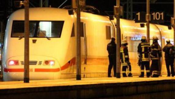 Augsburg: Rauchender ICE: Passagiere müssen Zug verlassen