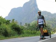 Augsburg: Augsburger rollt mit Longboard 3500 Kilometer durch Asien