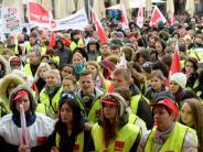 Leichte Sprache: Viele Menschen streiken