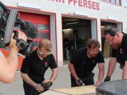 Augsburg: Warum die Feuerwehr einen Grill fürs Fernsehen baut