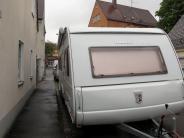 Augsburg: Wohnwagen vergällt Blick aus dem Fenster