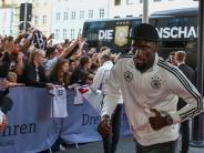 Augsburg: Selfies und Autogramme: Fans empfangen Nationalmannschaft