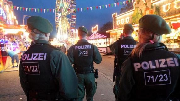 Augsburg: Auf dem Plärrer werden Taschen kontrolliert
