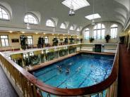 Augsburg: Mann belästigt Frau im Schwimmbad sexuell