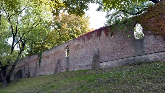 Augsburg: Die bröckelnde Augsburger Stadtmauer wird saniert