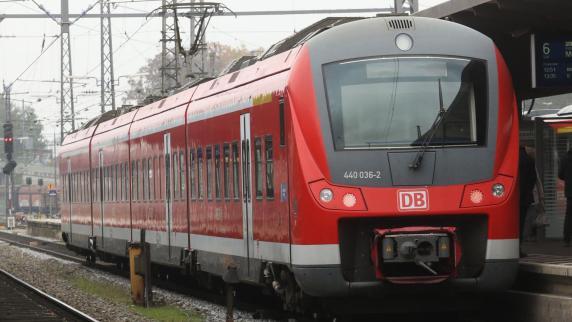 Augsburg: Bahn lässt mehrmals hunderte Pendler am Bahnhof stehen