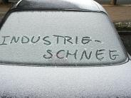 Wetterphänomen: Industrieschnee bedeckt Augsburg - Sind die Flocken giftig?