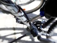 Augsburg: Fahrraddiebe nehmen wertvolle Räder mit