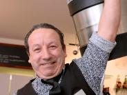 Augsburg: Kellner Antonio Perri mit den kräftigen Armen