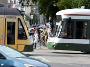 Augsburg: Schwarzfahrer verletzt Kontrolleur in Straßenbahn