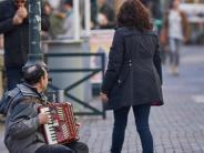 Augsburg: Stadt Augsburg will Betteln mit Kleinkindern nicht dulden