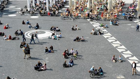 Augsburg: Müll, Lärm, Alkohol: Gribl greift beim Augsburger Rathausplatz durch