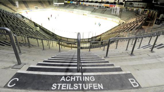 Augsburg: Ärger wegen Tribünen: Streit um Curt-Frenzel-Stadion zieht sich hin