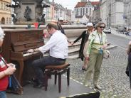 Augsburg: Ohne Ansage - Konzertpianist spielt auf den Straßenklavieren