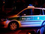 Augsburg: Tankstellenkunde schlägt mit Flasche zu