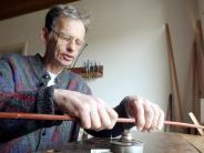 Augsburg: Seltener Beruf Bogenbauer: Er hat den Bogen raus