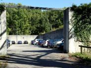 Rätselhafte Orte: Warum Autos in der Wolfzahnau hinter meterdicken Mauern parken