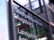 Prozess in Augsburg: Syrer spuckt auf Richterbank und wirft mit Schuh nach Staatsanwalt