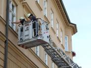 Augsburg: Standesamt versperrt: Feuerwehr rückt mit Drehleiter an