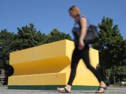 Installationen: Was sollen der Schwamm vor der City-Galerie und die Foto-Fassade?