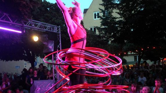 """Augsburg: Straßenkünstler verzaubern bei """"La Strada"""" drei Tage lang die Stadt"""